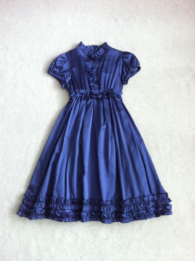 Элегантное платье итальянской марки Aletta из темно-синего шелкового атласа. Размер на этикетке 8 (128).  Цена: 2500 рублей . Завышенная талия. Юбка на подкладке. Длина по спинке 78 см. Платье в отличном состоянии, носили мало.