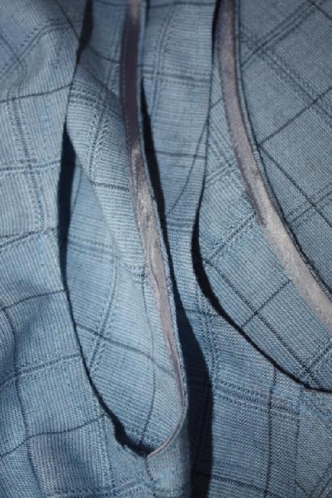 На фото видно качество ткани о обработки швов.
