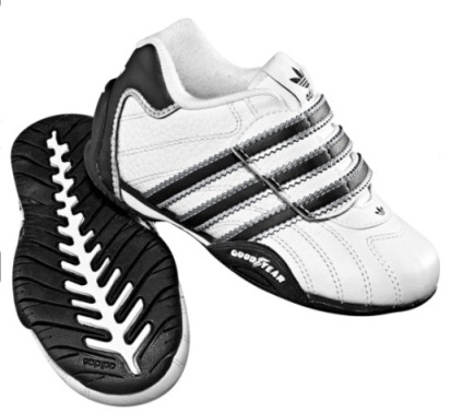 Детские кроссовки Adidas р.22 кожа. По стельке 12.5 см. Куплены за 1990р. в фирменном магазине Adidas. Состояние отличное.  Цена 700р.