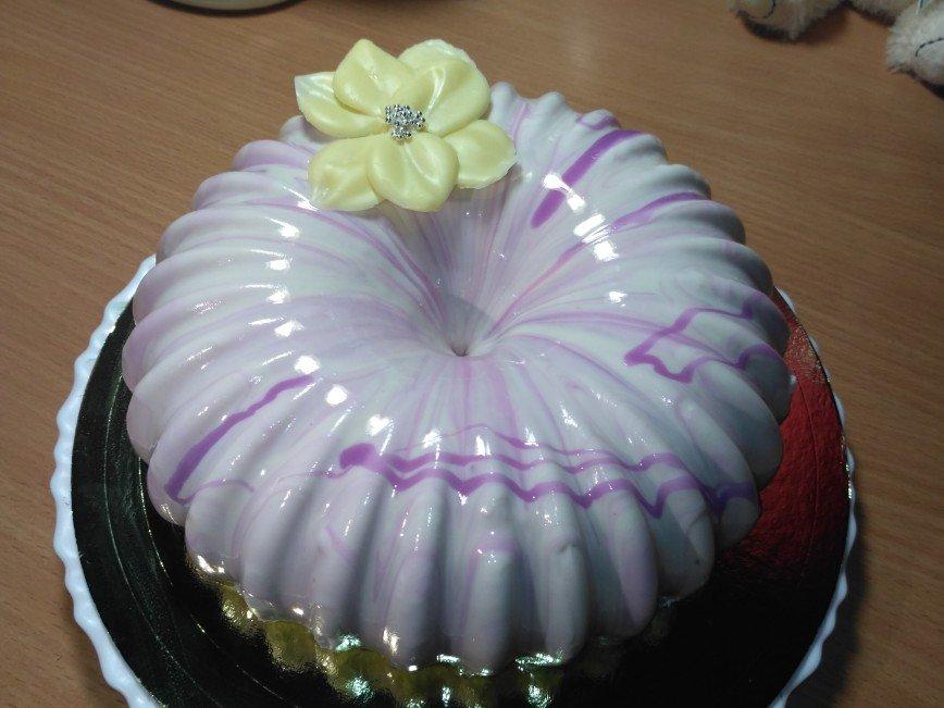 Маме на 8 марта. Муссовый торт черная смородина с белым шоколадом.