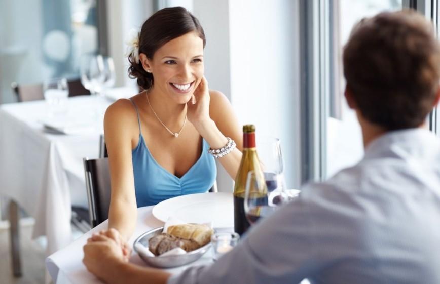 Мужчина vs женщина: кому платить в ресторане?