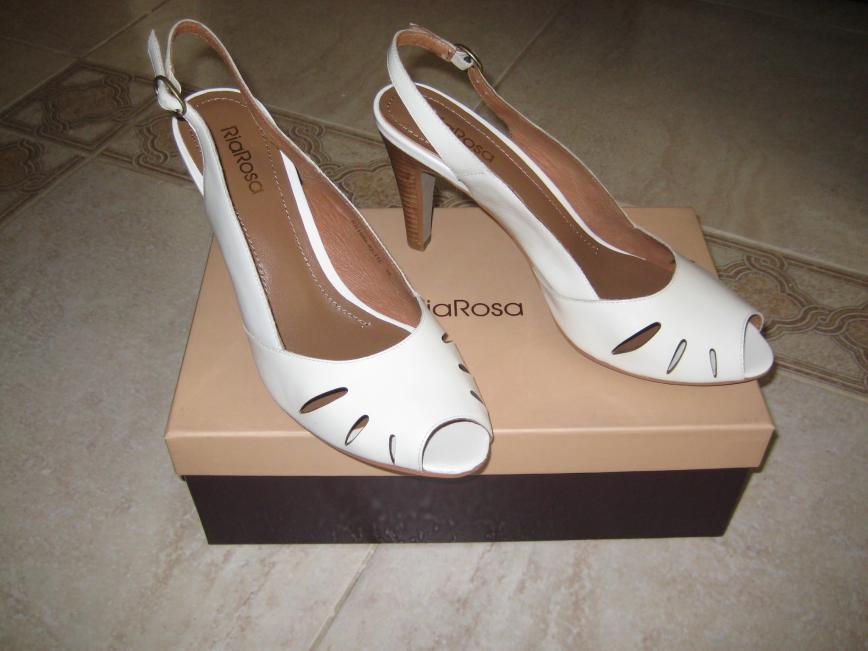 Новые белые босоножки RiaRosa, р.38 (маркировка 39), 100% кожа, очень удобная колодка, каблук 7см. Цена 3500 руб.