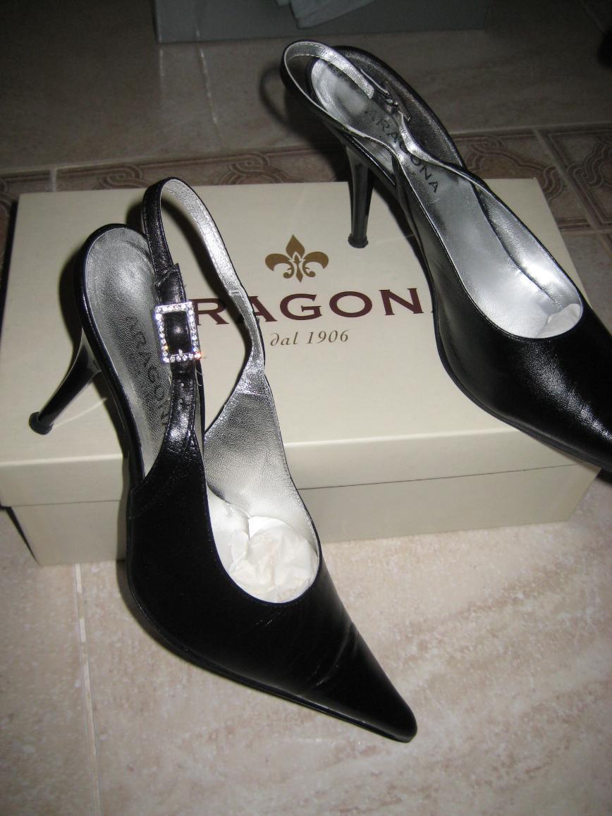 Итальянские босоножки Aragona р.38, черного цвета, из очень мягкой кожи, каблук 9см. Одевала несколько раз, состояние отличное. Цена 1600 руб.