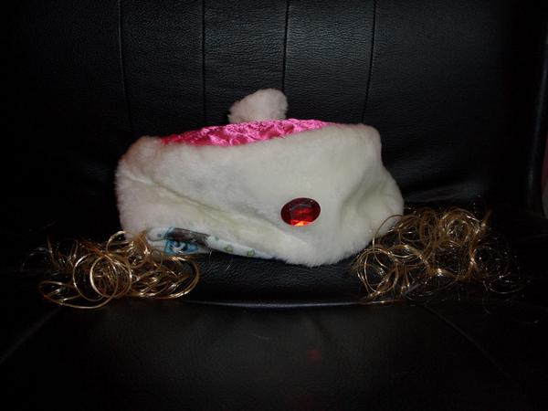 шапка с белокурыми кудрями :))