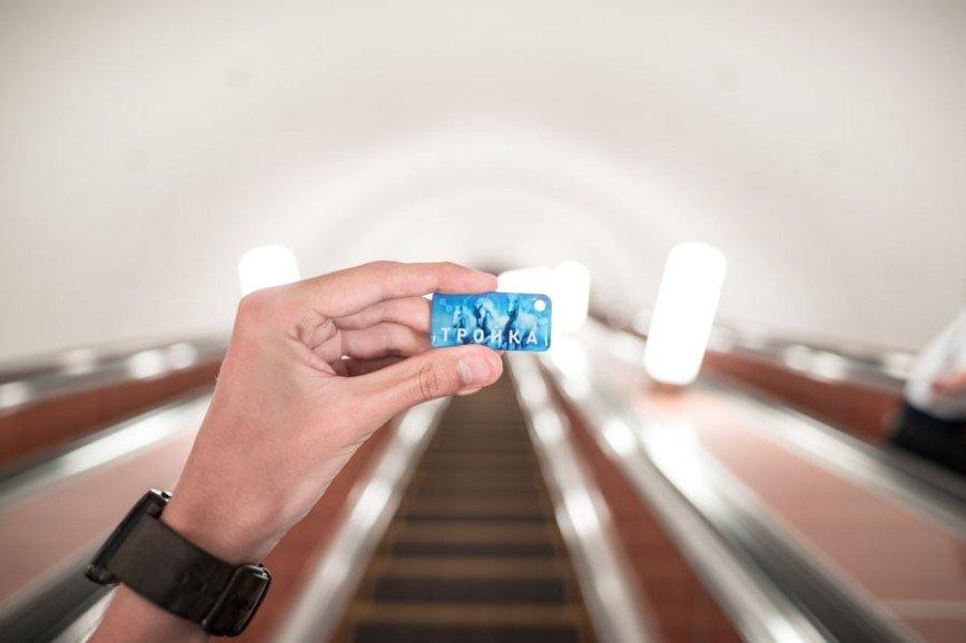 За проезд в метро разрешили платить кольцом