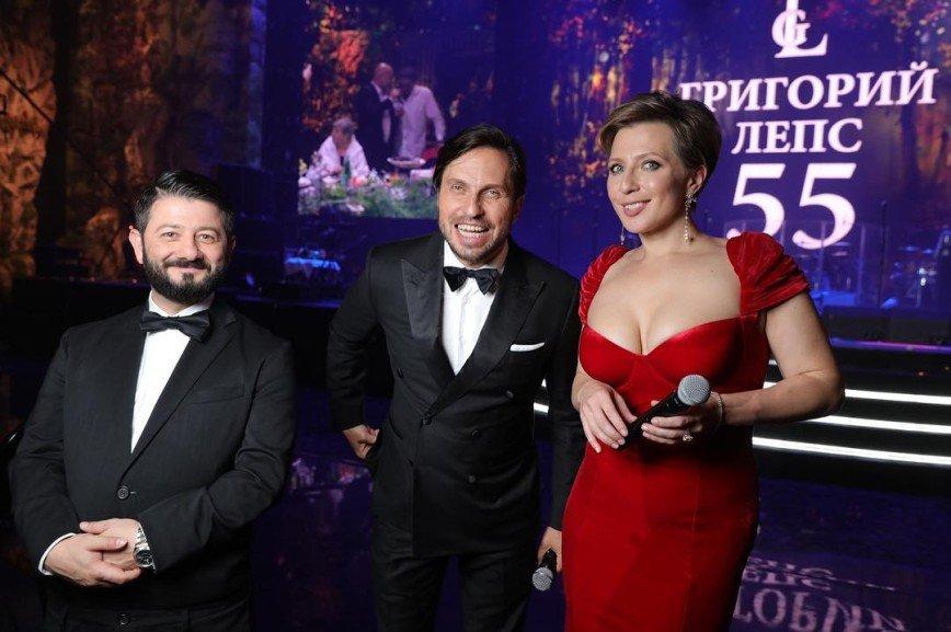 Михаил Галустян показал грудь Яны Чуриковой