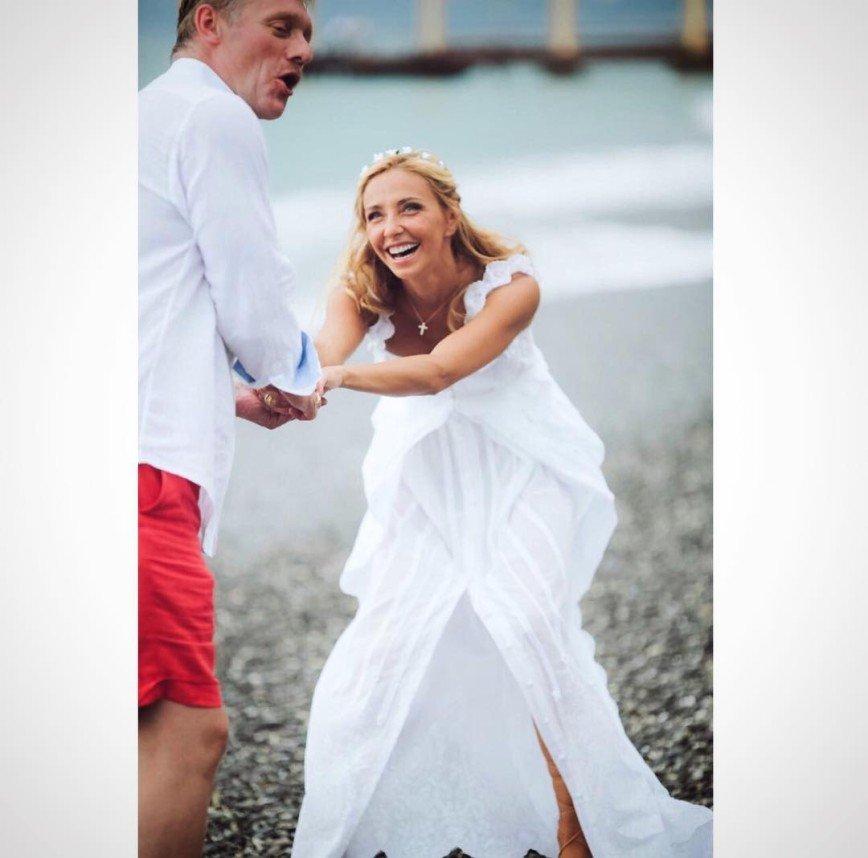 Татьяна Навка и Дмитрий Песков отмечают бумажную свадьбу