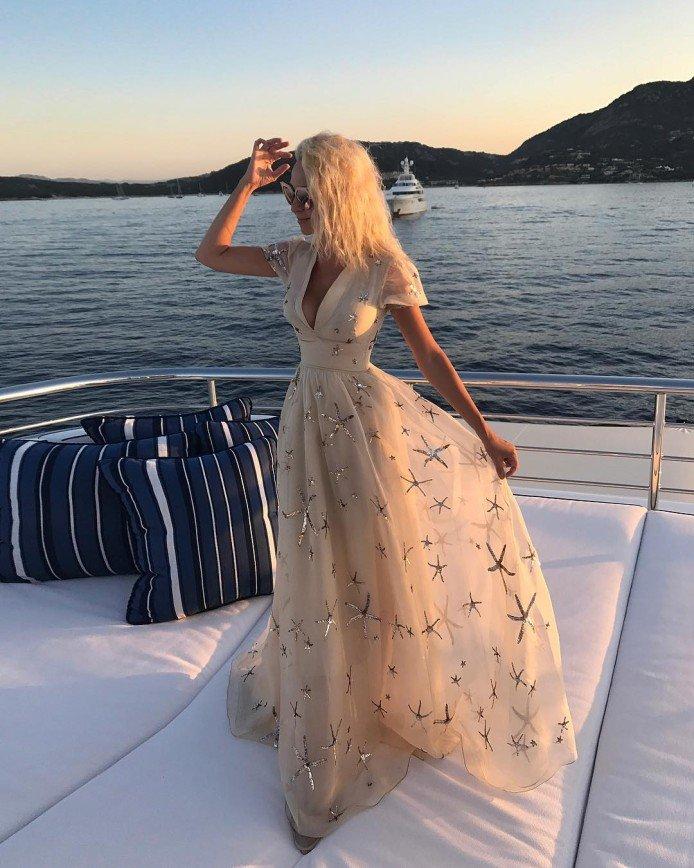 Поклонники Рудковской сравнили стоимость её платьев с ценой жизни ребенка