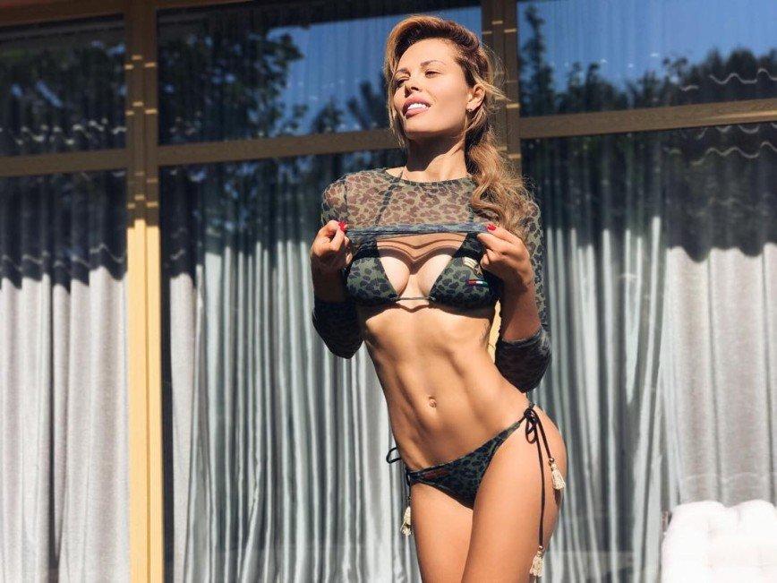 «Полностью одета,  а сексуальности через край»: Мария Горбань не перестает удивлять почитателей