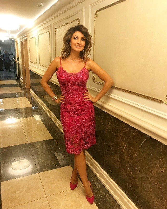 Платье Макеевой назвали ночнушкой, а внешность - отталкивающей