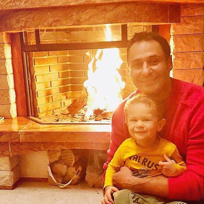 Стас Костюшкин поделился теплым домашним фото с сыном
