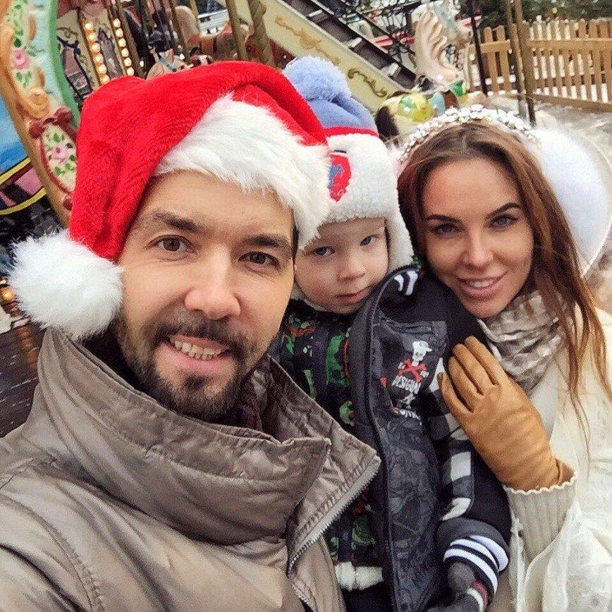 «Мне бы такого мужа»: в Сети восхищаются семьей Дениса Клявера