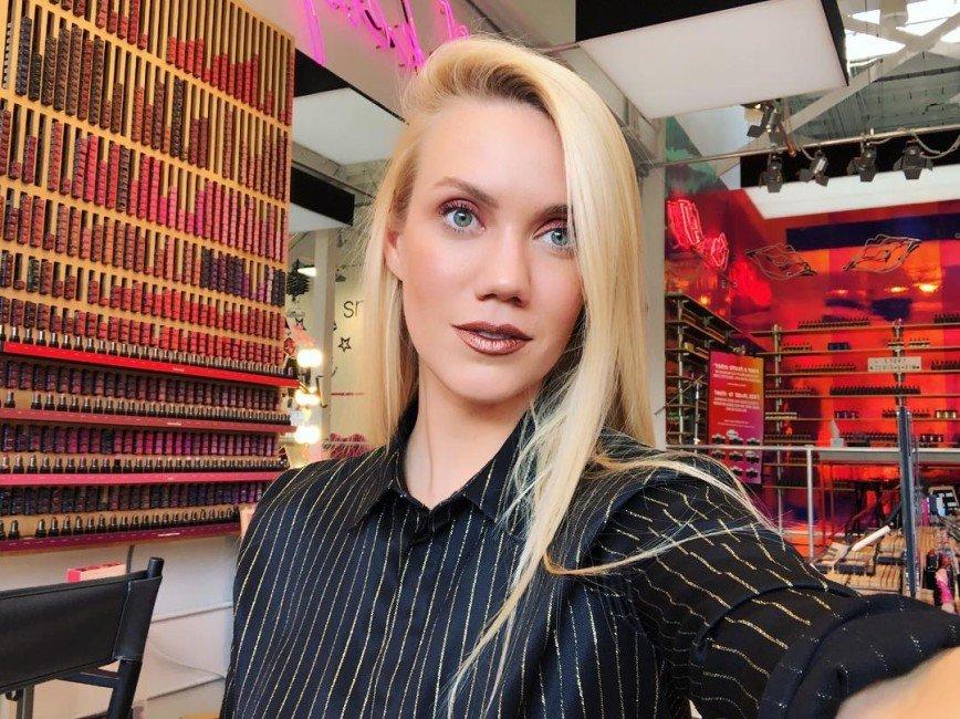 «Образ из 90-х»: в Сети обсуждают устаревший макияж Елены Крыгиной