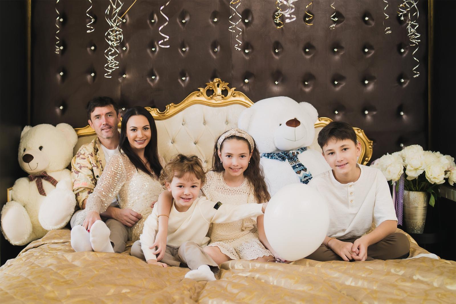 Инна Жиркова отметила день рождения на самоизоляции в кругу семьи: [i]«Я много лет не отмечала день рождения дома, все время что-то организовывала для друзей и, признаюсь, всегда очень нервничала в
