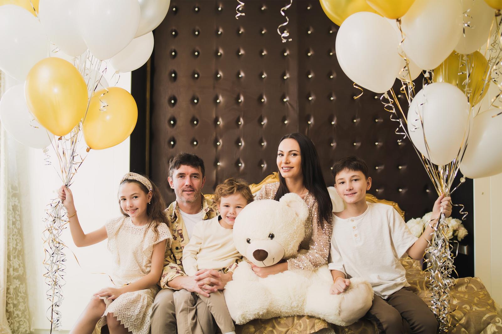 Инна Жиркова отметила день рождения на самоизоляции в кругу семьи: Именинница Жиркова получила поздравления из разных точек мира — от друзей из Америки, из Дубая, из Татарстана, из Махачкалы, Москвы,