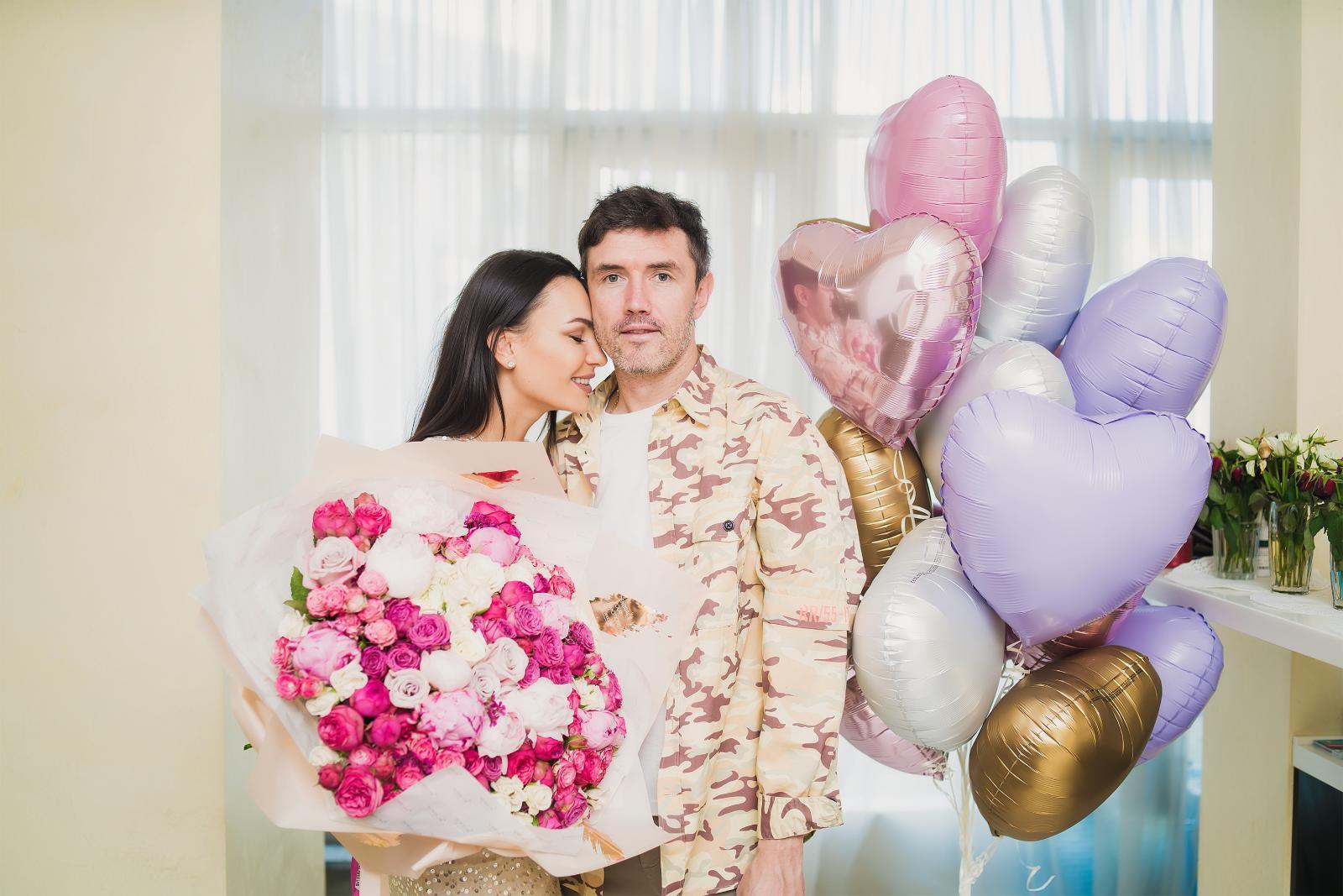 Инна Жиркова отметила день рождения на самоизоляции в кругу семьи: [i]«Вы знаете, мне доставили такое огромное количество букетов, что сложилось ощущение, будто я отмечала день рождения на сто человек, —