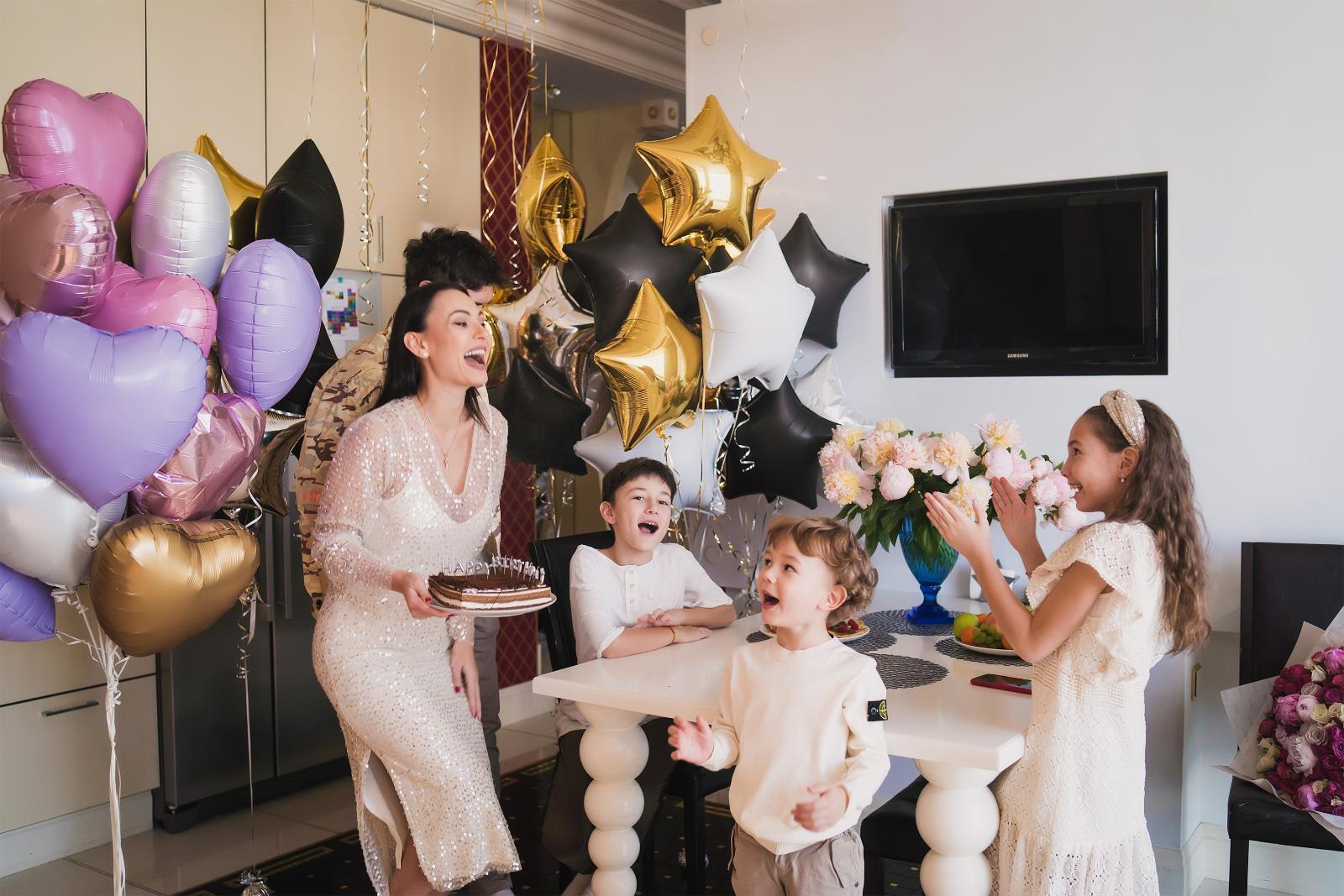 Инна Жиркова отметила день рождения на самоизоляции в кругу семьи: [i]«Муж у меня человек не особо романтичный, но в этот раз он сделал мне сюрприз, от которого я была в
