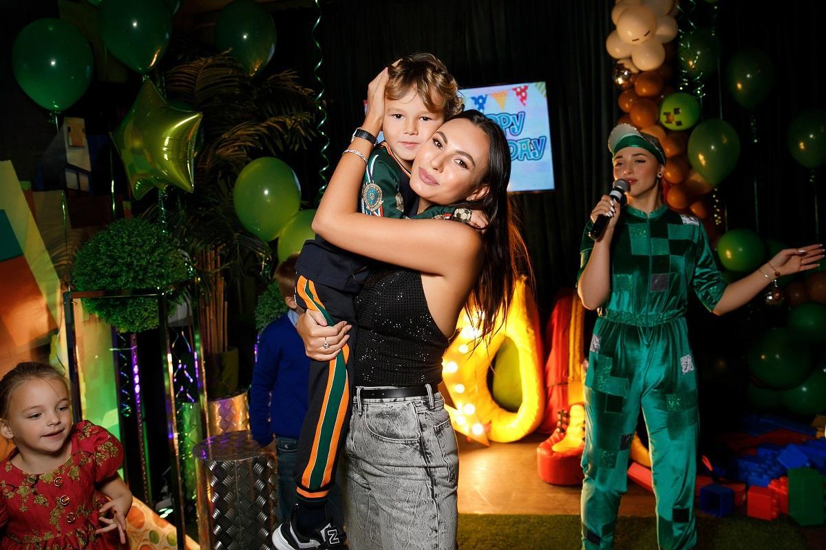 Пятилетний сын футболиста Жиркова отпраздновал день рождения в стиле игры Майнкрафт