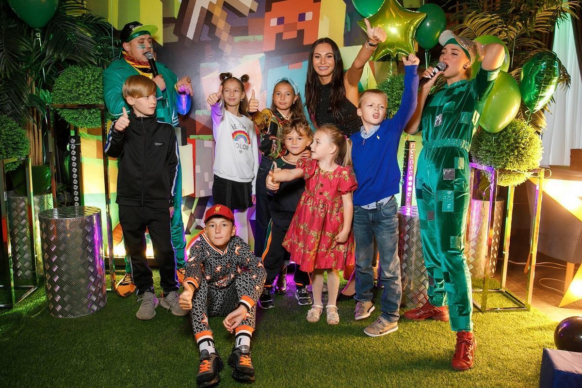 Пятилетний сын футболиста Жиркова отпраздновал день рождения в стиле игры Майнкрафт: По словам родителей, младший весь в отца — не любит шумные праздники и находиться в центре внимания, поэтому и празднование