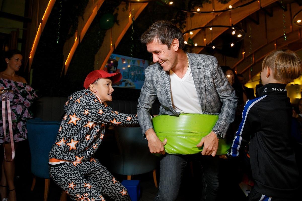 Пятилетний сын футболиста Жиркова отпраздновал день рождения в стиле игры Майнкрафт: [i]«Всем было очень весело — и детям, и взрослым, никто не оставался в стороне и все принимали участие в разных