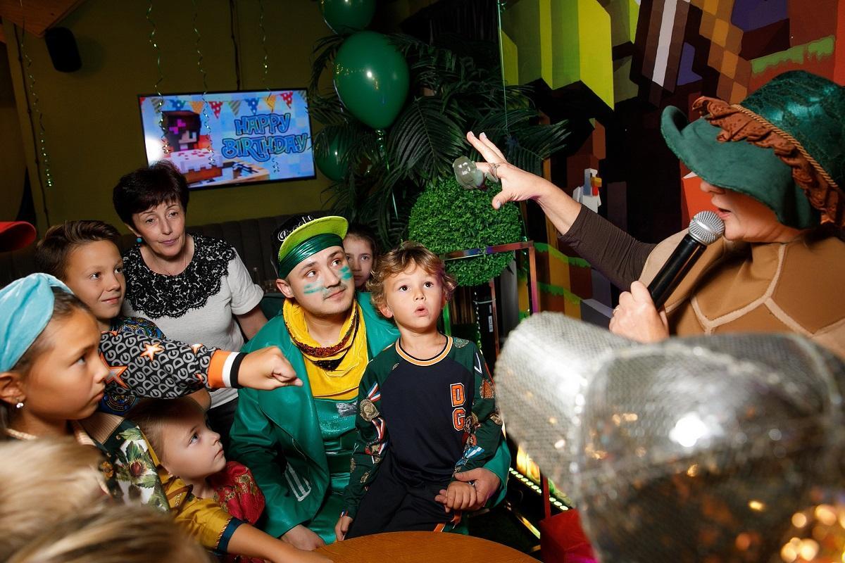 Пятилетний сын футболиста Жиркова отпраздновал день рождения в стиле игры Майнкрафт: Именинник, по словам Юрия и Инны, остался доволен праздником и особенно подарками. Гости подарили Даниилу велосипед, машинки и множество различных