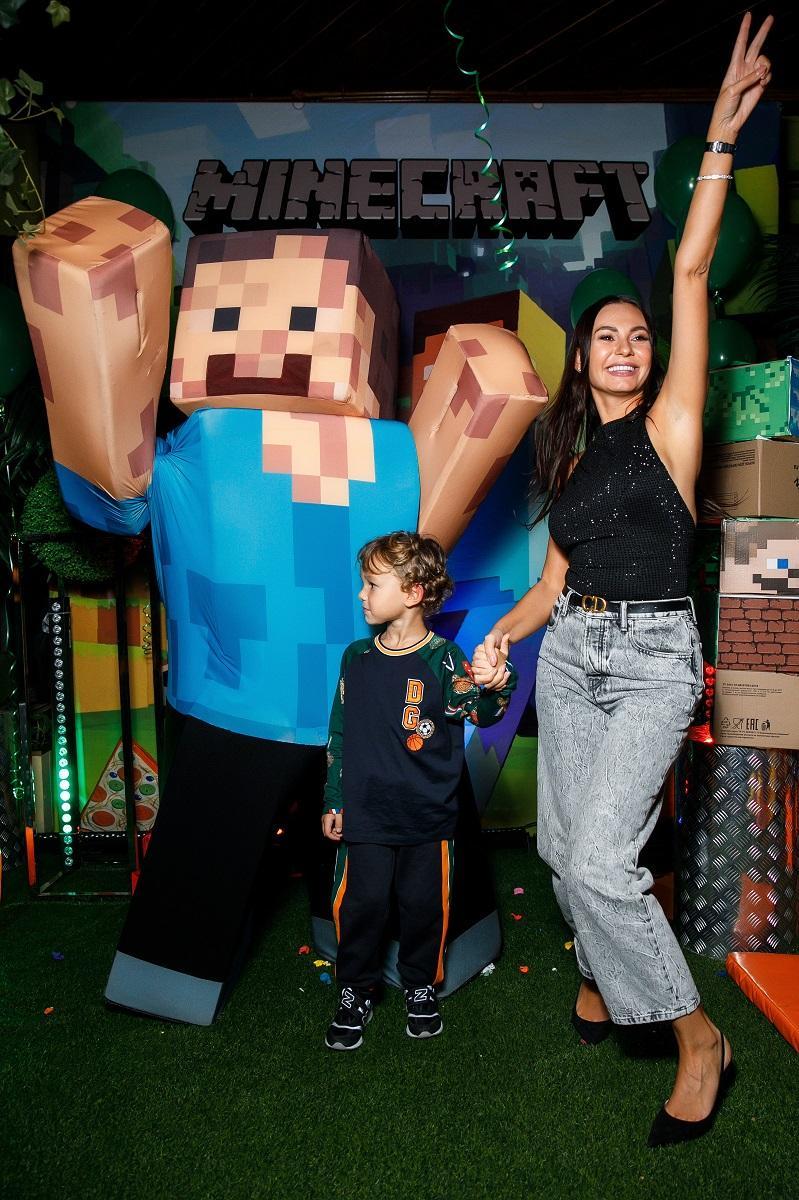 Пятилетний сын футболиста Жиркова отпраздновал день рождения в стиле игры Майнкрафт: