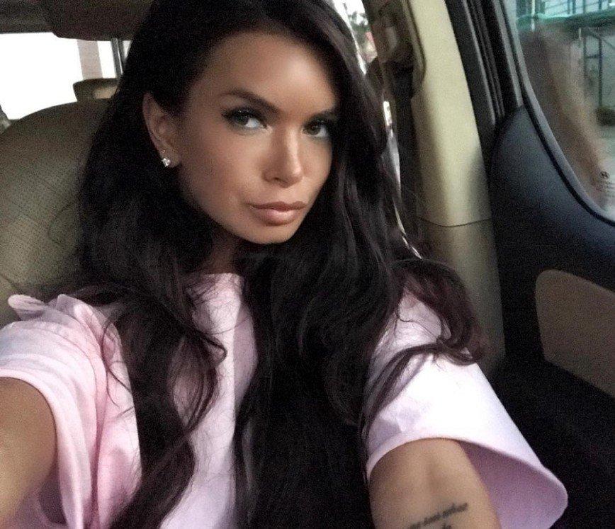 Подписчики Кати Жужи назвали колготки ее дочери вульгарными