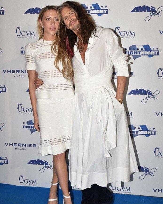 Платье Стивена Тайлера круче, чем у его подруги