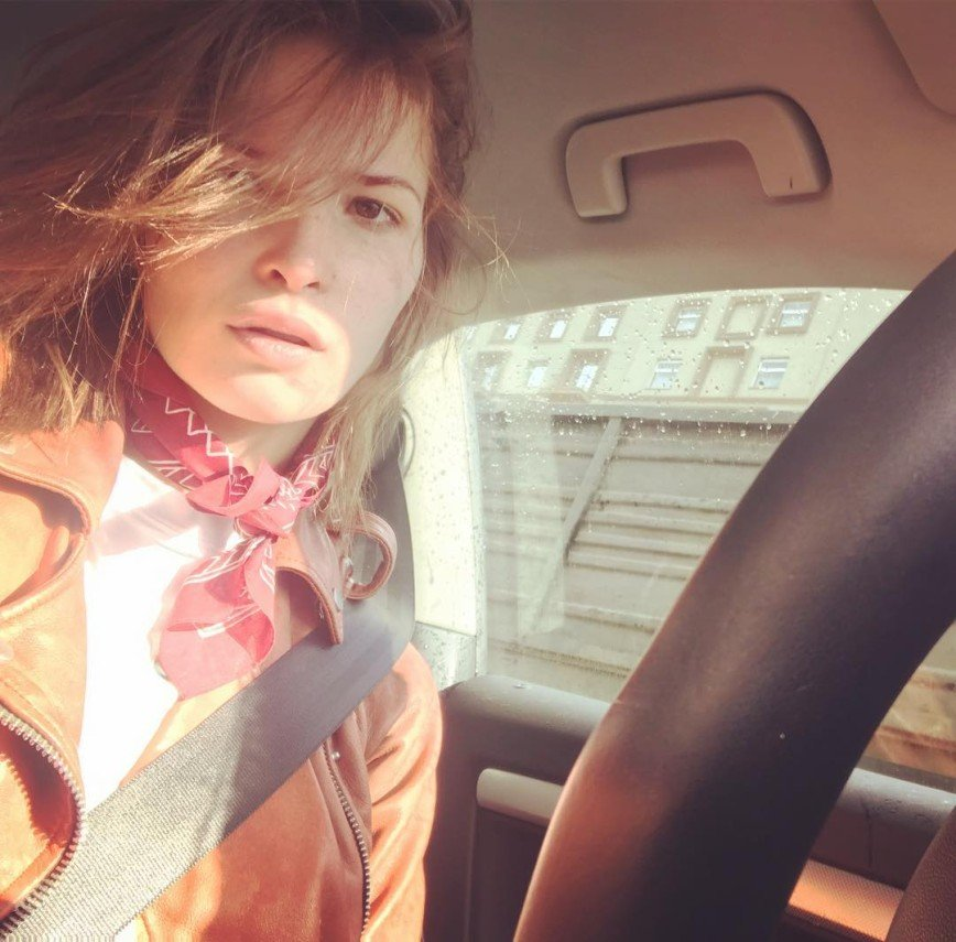 foto-russkih-aktris-v-kolgotkah-razriv-chay-vdvoem