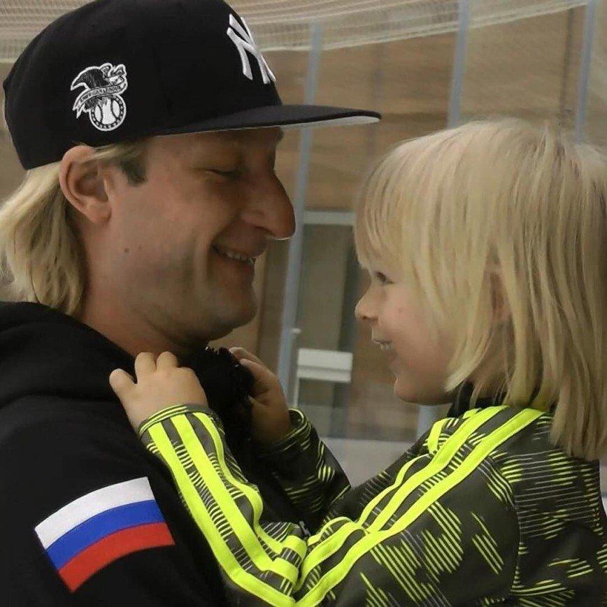 Плющенко с выступлением секс бам видео