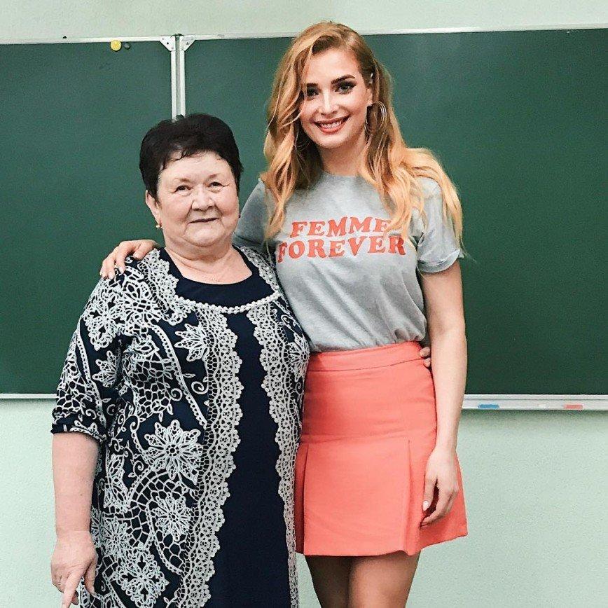 Татьяна Котова поздравила свою учительницу с праздником