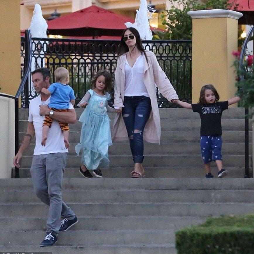 Сын Меган Фокс вновь оделся как принцесса Диснея