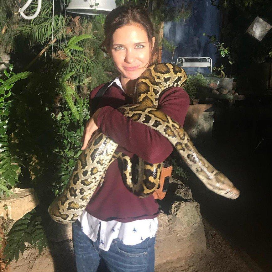 """""""Червячка подкопали?"""": Екатерина Климова опубликовала фото с огромной змеей"""