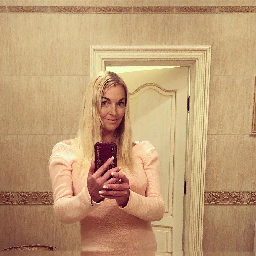 """""""Не свалитесь с Майбаха"""": Анастасия Волочкова ответила недоброжелателям"""