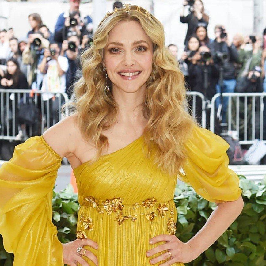 Неожиданно постаревшую Аманду Сейфрид перепутали с Мадонной