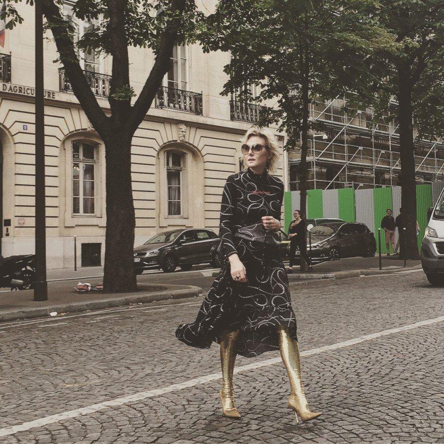"""""""Мидас отдыхает"""": Рената Литвинова ослепила Париж золотыми сапогами"""