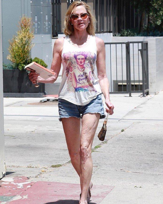 """""""Колени просто в гармошку"""": ноги Мелани Гриффит потрясли обилием морщин"""