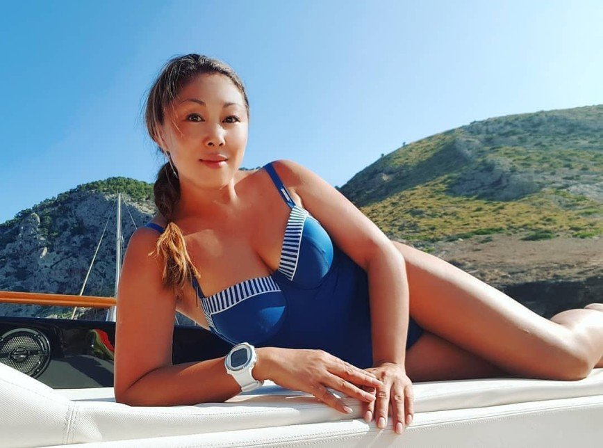 Анита Цой рассказала, как обрести красивый загар без вреда для кожи