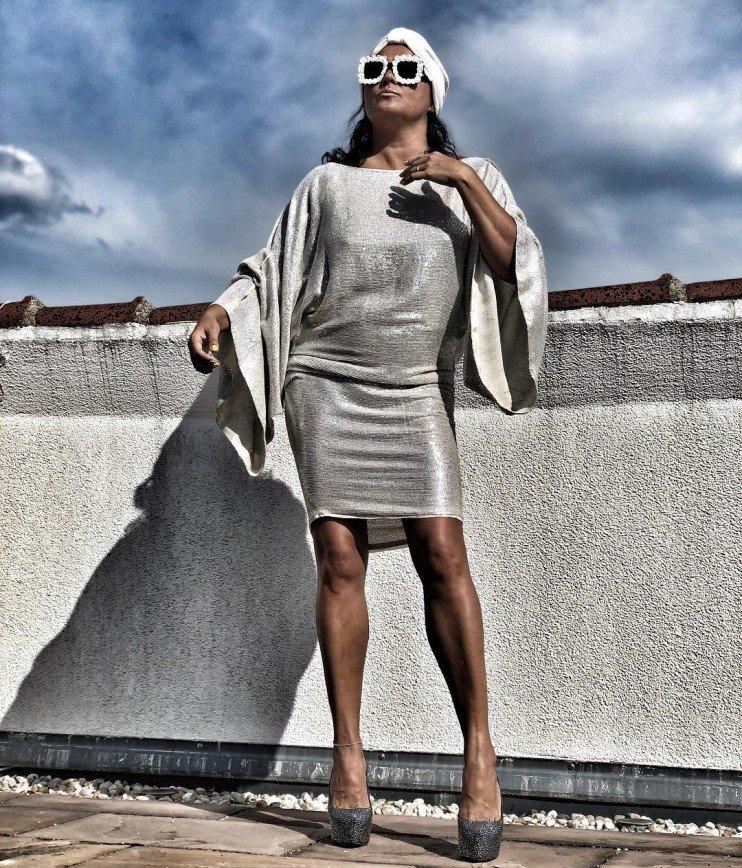 """Ножки просто супер!"": Анне Нетребко советуют чаще носить мини"