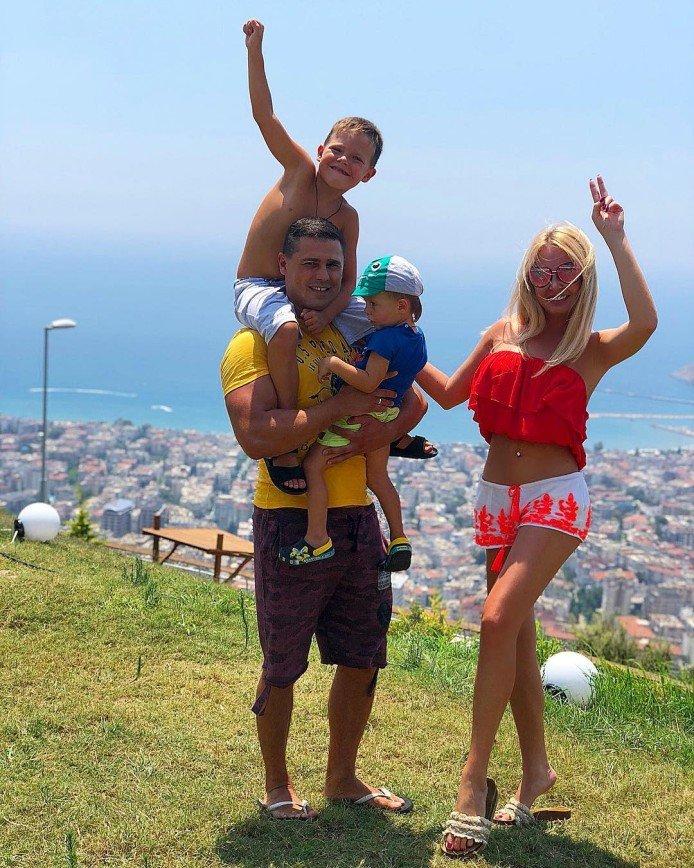 Поклонники считают, что сын Дарьи Пынзарь уже вырос из детской коляски