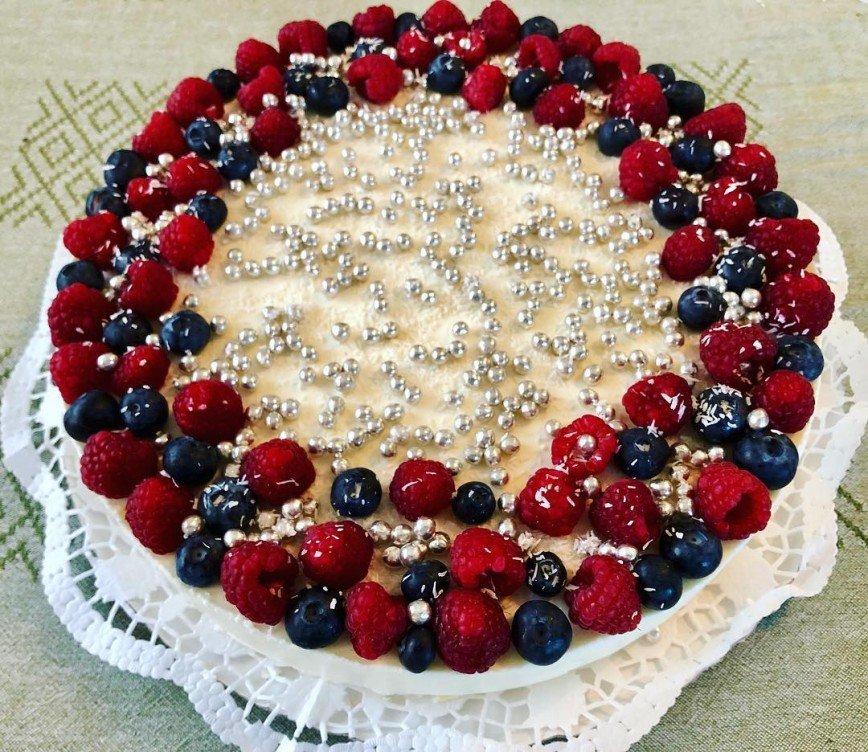 Получается очень нежным: Юлия Савичева поделилась рецептом муссового торта