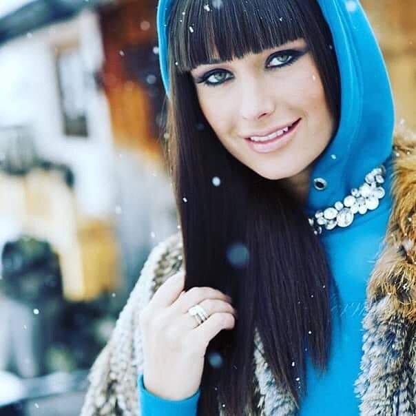 По морозу босиком: Оксана Федорова показала свой метод закаливания