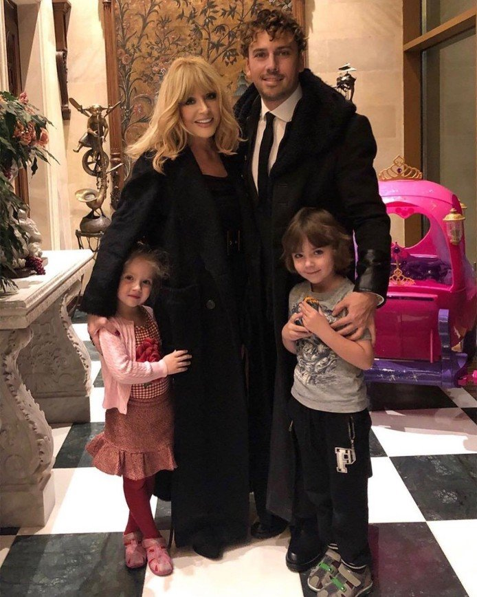 Семья поздравила Аллу Пугачеву с юбилеем