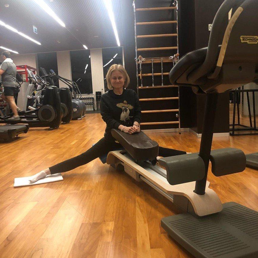 66-летняя Дарья Донцова показала потрясающий шпагат