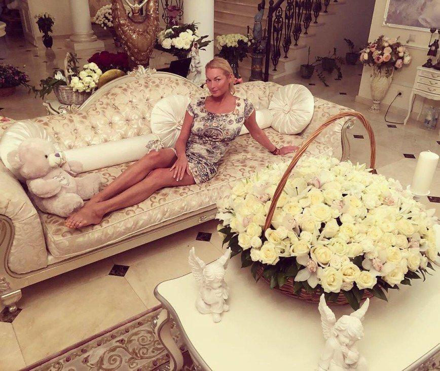 Анастасия Волочкова намекнула на предстоящую свадьбу
