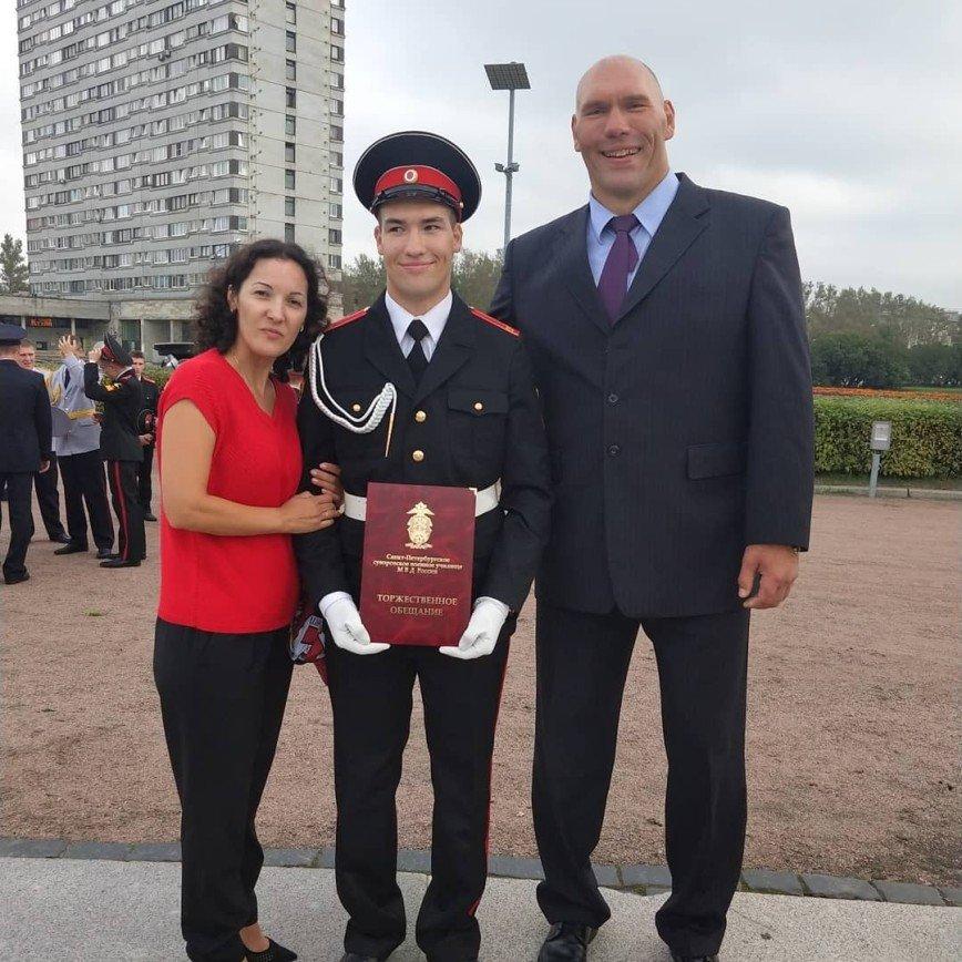 Как похожи: Николай Валуев показал старшего сына
