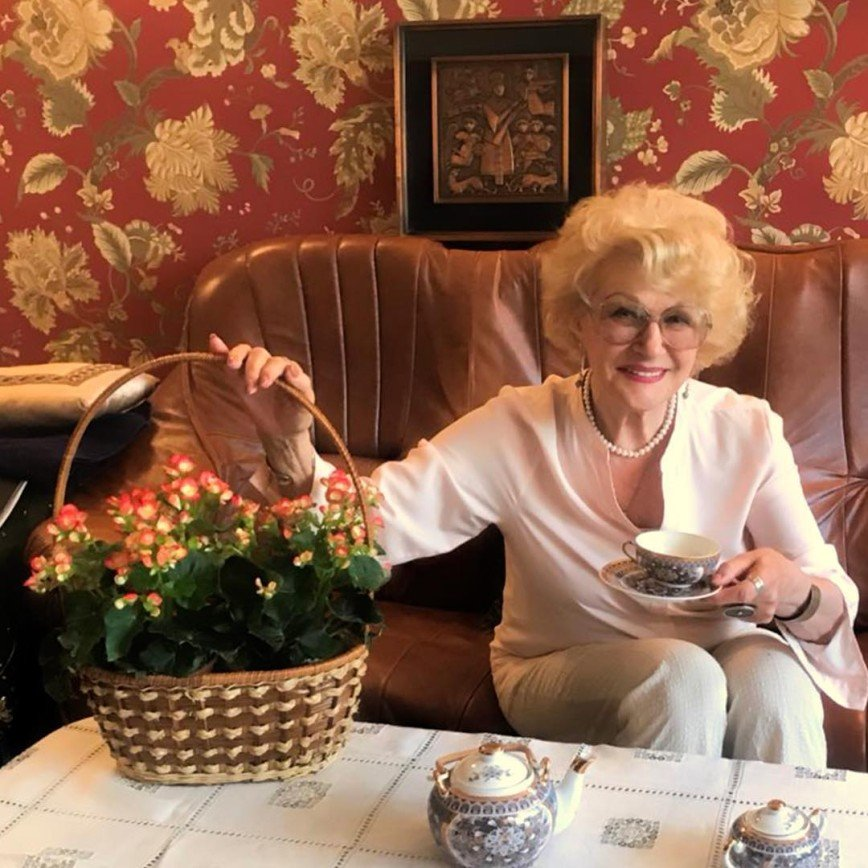 Если хочешь быть здоров: 83- летняя Светлана Дружинина ходит босиком по снегу