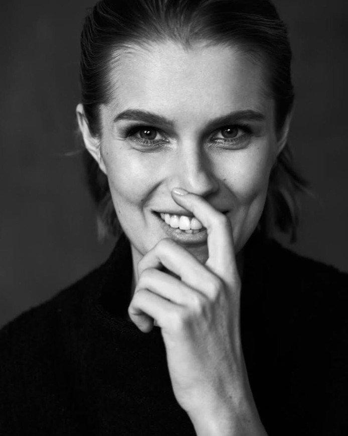 Дарья Мельникова побрилась налысо