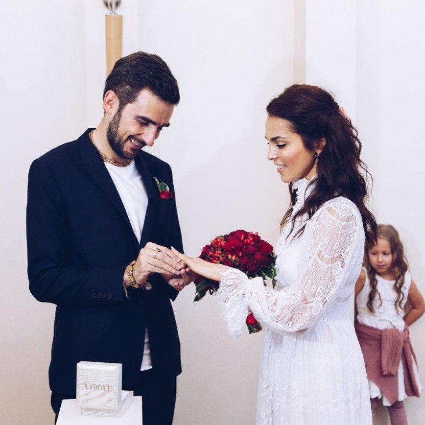 Любишь - женись: Сати Казанова высказалась о гражданских браках