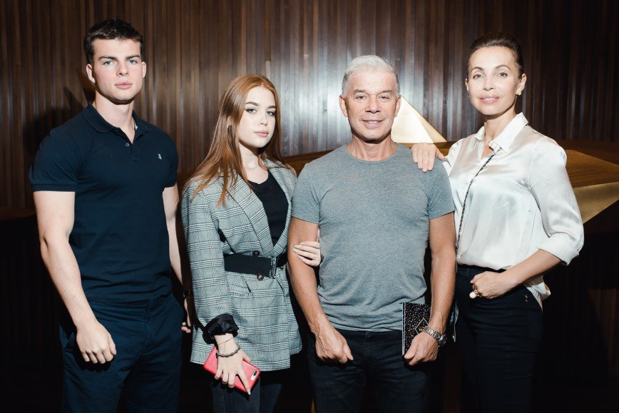 Ставка на черное: Елена Летучая и Ляйсан Утяшева примерили неожиданные образы